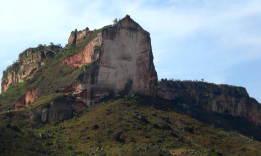 Formações rochosas como o mirante da Serra do Espírito Santo e a Serra da Catedral encantam os visitantes