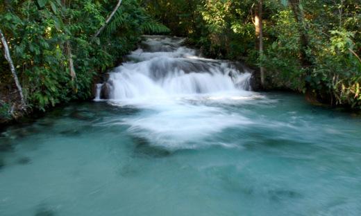 Além das Dunas, com suas areias douradas, outros atrativos se destacam no Jalapão entre os rios, riachos, nascentes e cachoeiras da região, como a Cachoeira da Formiga