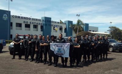 Agentes do Sistema Prisional na Frente do QCG da PM