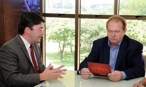 O governador Mauro Carlesse recebeu na manhã desta quinta-feira, 17, integrantes da nova diretoria da OAB-Tocantins