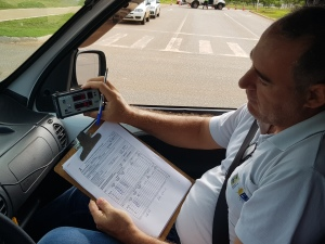 Nos ensaios metrológicos a velocidade fornecida pelo radar é comparada com a do veículo