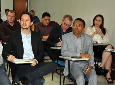 Secretário Leonardo Cintra (esq.) participa de encontro técnico ao lado do diretor presidente do Grupo Jorima, Joseph Madeira
