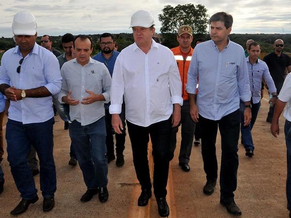 Governador Carlesse viu de perto a atual situação da superestrutura e determinou que a ponte seja interditada
