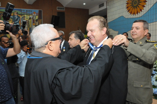 """Mauro Carlesse disse que ficou muito feliz com a homenagem recebida, """"ainda mais que a honraria leva o nome do ex-governador Siqueira Campos"""""""