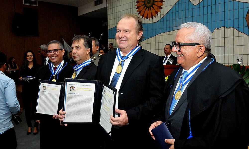 Resultado de imagem para Governador Mauro Carlesse e vice Wanderlei Barbosa são homenageados pelo Tribunal de Contas do Estado