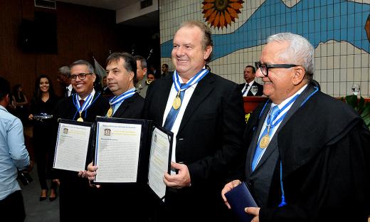 Governador Mauro Carlesse recebe Colar do Mérito Governador Siqueira Campos