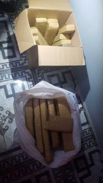 Tabletes de maconha em saco e caixa.jpeg