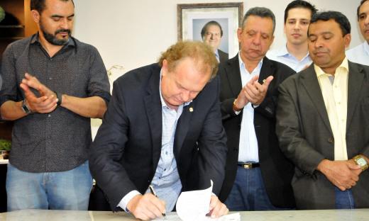 Governador Mauro Carlesse assinou Medida Provisória 4/2019,que prevê a redução da base de cálculo do ICMS nas operações internas com querosene e gasolina de aviação