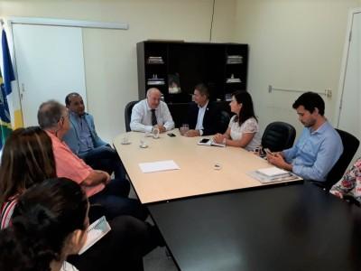 Ao centro, Ridoval Darci Chiareloto, em sua primeira reunião na SIC