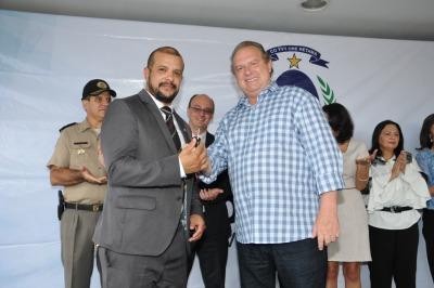 Governador Mauro Carlesse entrega chaves de viatura ao Delegado-Geral da Polícia Civil Rossílio Correia