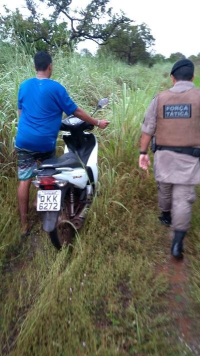 A moto usada nos roubos também foi encontrada pela PM._400.jpg