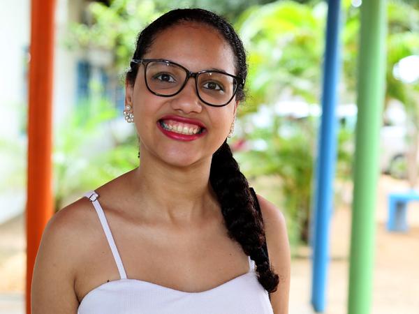 Aluna Vitória vence mais um obstáculo na vida e entra em faculdade