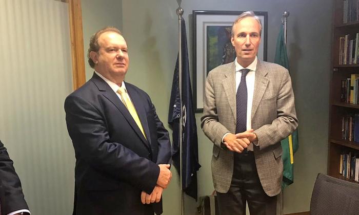 Governador Mauro Carlesse, e o diretor do Banco Mundial para o Brasil, Martin Raiser, assinaram na tarde desta quarta-feira, 13, em Brasília, o aditivo de contrato do Programa de Desenvolvimento Regional Integrado e Sustentável