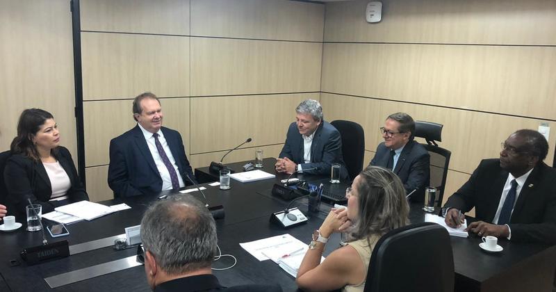 O Governador Mauro Carlesse e a secretária Adriana Aguiar durante audiência no Ministério da Educação
