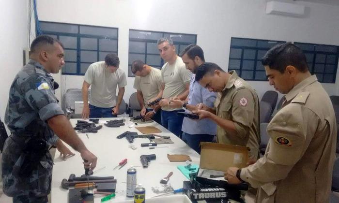 Casa militar realiza instrução de manuseio e manutenção de armas