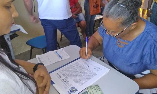 Coleta de assinaturas de posseiros nas vilas São José e Dertins aconteceu nesta terça-feira, 12, em Gurupi