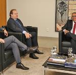 Além das questões institucionais debatidas em todas as visitas, o governador demonstrou sua preocupação em relação à judicialização da saúde