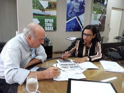Prefeita aprensenta projeto da 12ª edição ao secretario Ridoval Chiareloto