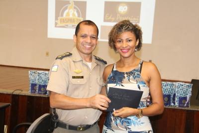 premiação entregue pelo Coronel Marques.JPG