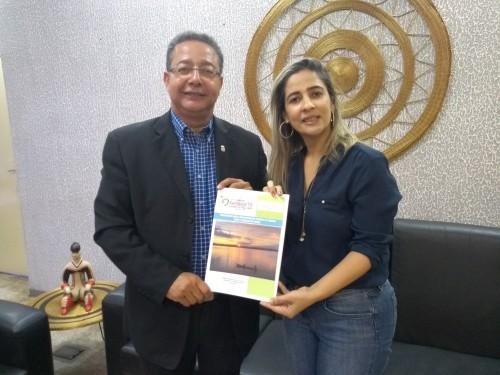 Patrícia entregou a Tom Lyra o Planejamento para o Desenvolvimento Turístico de Xambioá