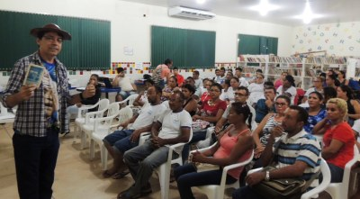 Juarez Alencar desenvolve oficina de cordel na Escola Beatriz Rodrigues