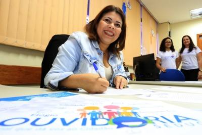 Para a secretária Adriana Aguiar, o ato de elogiar contribui para o sucesso do trabalho