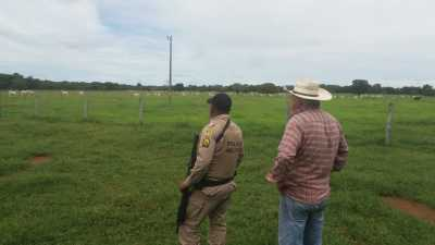 Policiais militares realizam visitas aos donos de propriedade rural.j