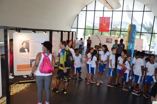 Exposição recebeu, nesta sexta-feira, 15, a visita dos alunos da Escola Municipal de Tempo Integral Aprigio Tomaz de Matos