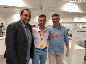 Gleydson Nato com o gerente Tributário do Assaí, Marcelo Viana (centro), e o diretor da Clauhi, Rogério Boschi (à dir.), em SP (Foto: Divulgação)
