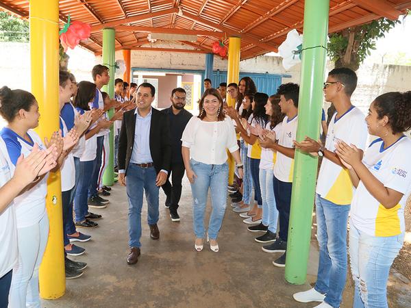 Equipe da Seduc foi recebida pelos alunos do Colégio Estadual São José
