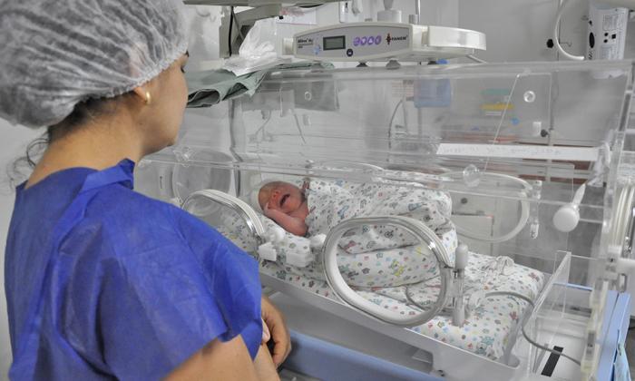 Com o incansável trabalho das equipes técnicas da Secretaria de Estado da Saúde foi possível acomodar ou transferir todos os pacientes que necessitavam realizar as cirurgias pediátricas ou os partos de urgência e emergência