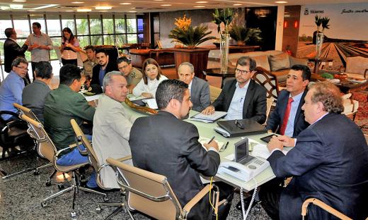 Reunião integrada entre governador e secretários visa soluções para a saúde