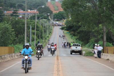 Tráfego só é permitido para motos, bicicletas e pedestres