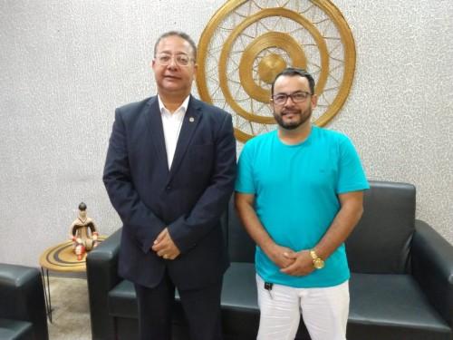 Tom Lyra recebeu a visita do chefe  Alexandre Silva