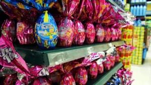 O peso do ovo de chocolate descrito no rótulo deve ser idêntico à quantidade do produto