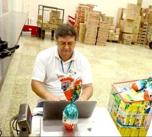 Durante a visita, alguns produtos são pesados in loco e outros são trazidos para os laboratórios para os ensaios metrológicos