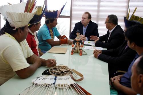 Governador recebeu os caciques no Palácio Araguaia