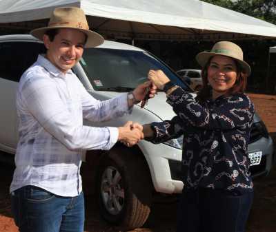 Secretários formalizam cessão de caminhonete ao Colégio Agropecuário de Almas