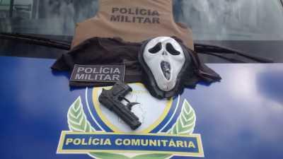 Simulacro de arma de fogo e máscara apreedidos com estudante em Gurupi_400.jpg