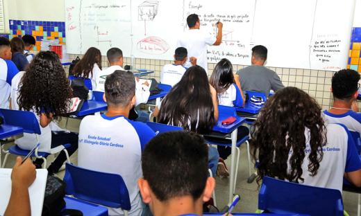Além dos professores, os efeitos da Lei abrangem aqueles profissionais que oferecem suporte pedagógico
