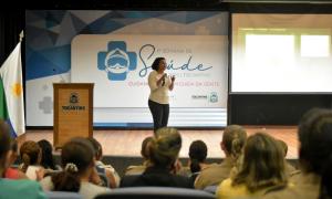"""Com o tema """"Viver, comer e ser feliz!"""", a nutricionista Meire Guilherme da Cunha orientou as mulheres sobre a importância de manter uma dieta equilibrada para evitar problemas de saúde"""