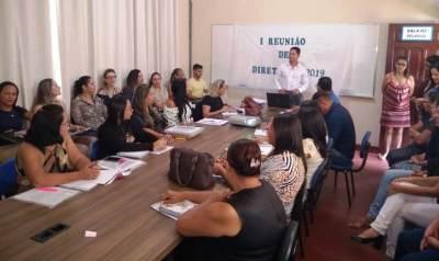 Diretoria Regional de Pedro Afonso realiza reunião de trabalho com os diretores de escolas