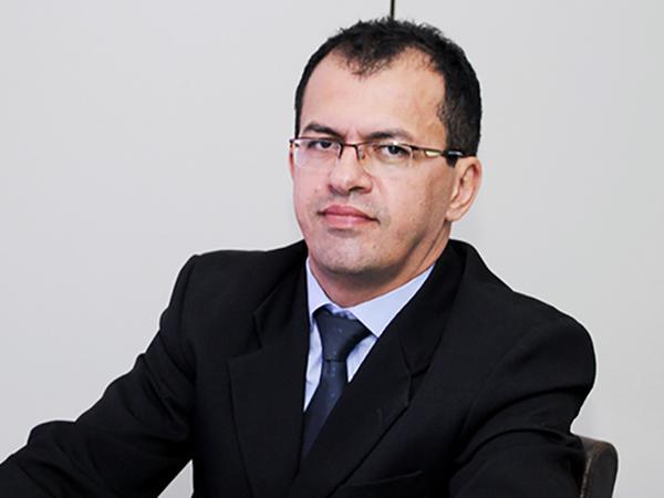 """""""Quem fiscaliza não pode executar"""", explica o secretário-chefe da CGE, Senivan Almeida de Arruda"""