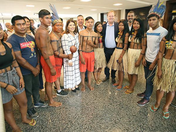 Alunos são recebidos pelo governador Mauro Carlesse e pela secretária Adriana Aguiar