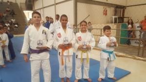 Atletas são premiados durante encerramento do campeonato