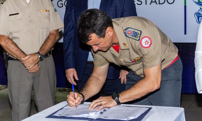 Comandante-geral do Corpo de Bombeiros Militar do Tocantins, coronel Reginaldo Leandro da Silva, assina Protocolo de Intenções para com a Seduc