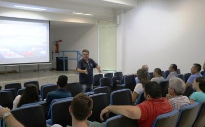 Servidores participam de reunião para alinhamento de ações