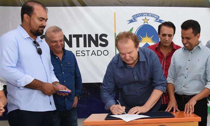 A assinatura do documento foi realizada pelo governador Mauro Carlesse no início da tarde desta segunda-feira, 29