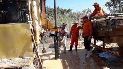 Equipe realiza perfuração de poço PA Filadélfia em Pau D'Arco
