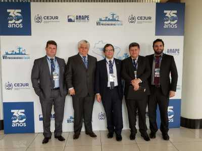 À esquerda, Haroldo Rastoldo, e o segundo, da direita para a esquerda, é o subprocurador Fiscal e Tributário, Ivanez Ribeiro.